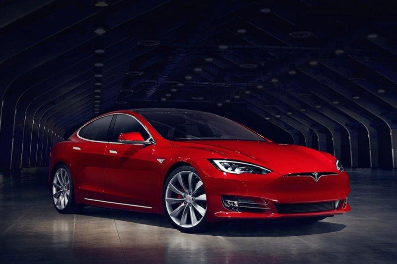 Dutch man killed in Tesla crash; Tesla, Dutch authorities investigating
