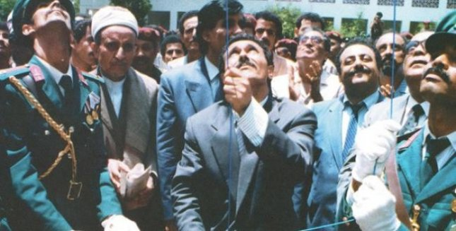Yemeni President Ali Saleh raises the Yemeni flag on May 22, 1990, at a ceremony marking the unification of North Yemen and South Yemen. File Photo courtesy of Wikimedia Commons