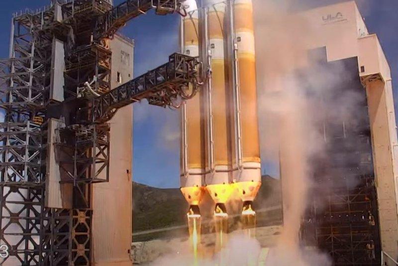 Big Delta Heavy rocket launches U.S. spy satellite