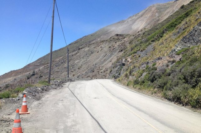 1500 feet of California highway blocked by slide