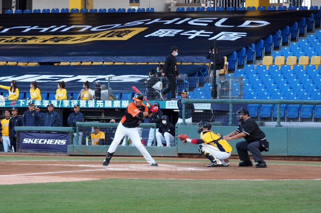 The Chinese Professional Baseball League allowed a limit of 1,000 fans to attend each game of a weekend series between theCTBC Brothers and Rakuten Monkeys at Taichung Intercontinental Stadium in Taichung, Taiwan. Photo by David Chang/EPA-EFE