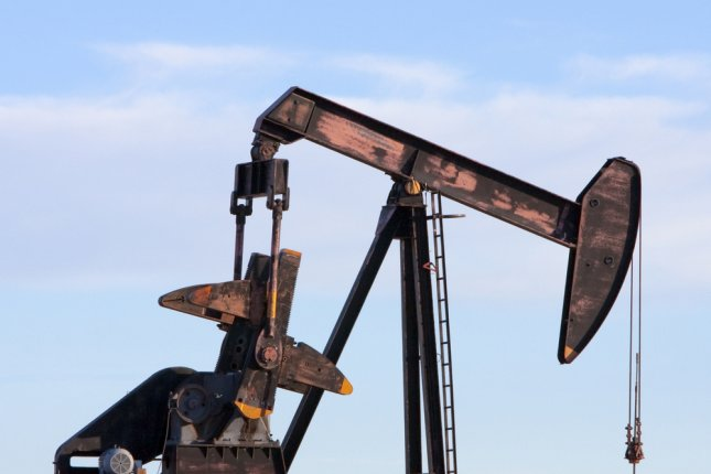 Oil services company Baker Hughes posts steep drop in revenue, adding industry will continue to struggle for much of the year. Photo by Lilac Mountain/Shutterstock