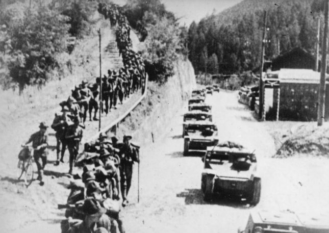 Italian L3/35 tankettes and infantry advance into Abyssinia (northern half of present-day Ethiopia and Eritrea) ca 1935. File Photo courtesy Imperial War Museums