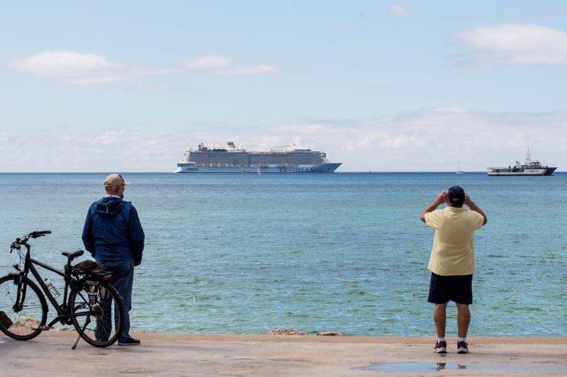 Observers look toward Royal Caribbean ship Odyssey of the Seas off the coast at Majorca Bay in Mallorca, Spain, on May 24. Photo by Atienza/EPA-EFE