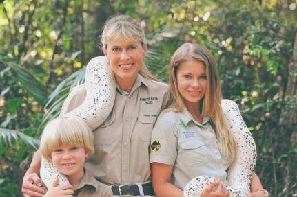 Bindi Irwin (R) with brother Robert Irwin (L) and mom Terri Irwin. The conservationist will perform with Val Chmerkovskiy on the 'Dancing with the Stars' switch-up episode. Photo by Bindi Irwin/Instagram