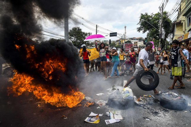 Protesters burn tires during a violent demonstration against a military police strike in Vitória, the capital of Brazil's Espírito Santo state, on Tuesday. The presence of the Brazilian Army in the streets has not stopped the violence in the Brazilian state, where military police went on strike on Saturday to demand better working conditions and increased pay. At least 101 people have been killed. Photo by Gabriel Lordello/EPA