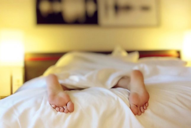 Overweight and obese adults sleep less than those who maintain a healthy weight, a new study has found. Photo by Wokandapix/Pixabay