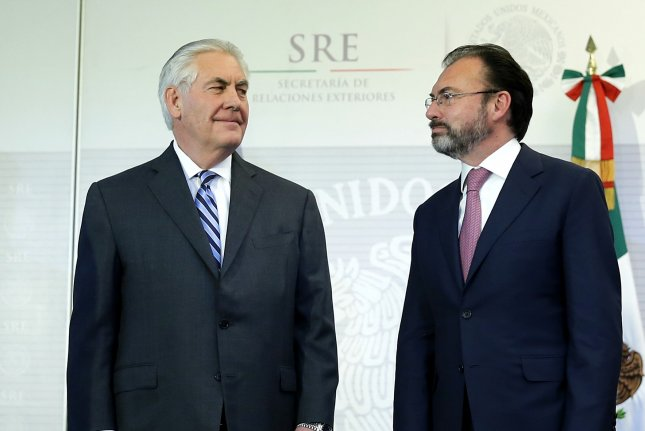 Mexican Foreign Minister Luis Videgaray (R), seen here with U.S. Secretary of State Rex Tillerson (L), was in New York on Saturday to announce the opening of legal defense centers in Mexico's 50 U.S. consulates to help Mexican nationals living in the United States fight deportation. Photo by Jose Mendez/EPA
