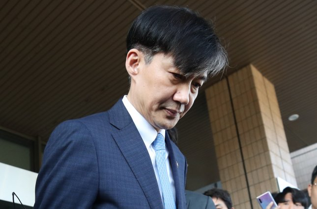 Justice Minister Cho Kuk leaves his ministry in Gwacheon on Monday. Photo by Yonhap