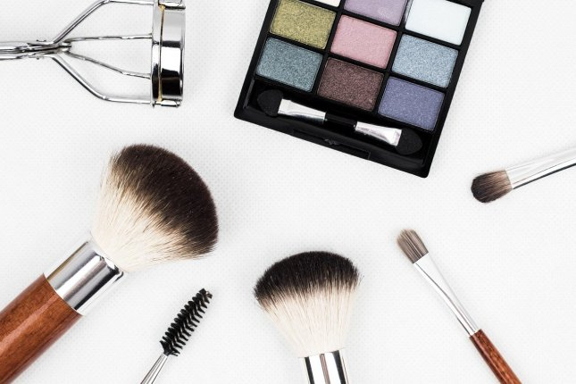 A study shows that superbugs may be breeding in open makeup and makeup applicators not cared for properly. Photo by kinkate/Pixabay