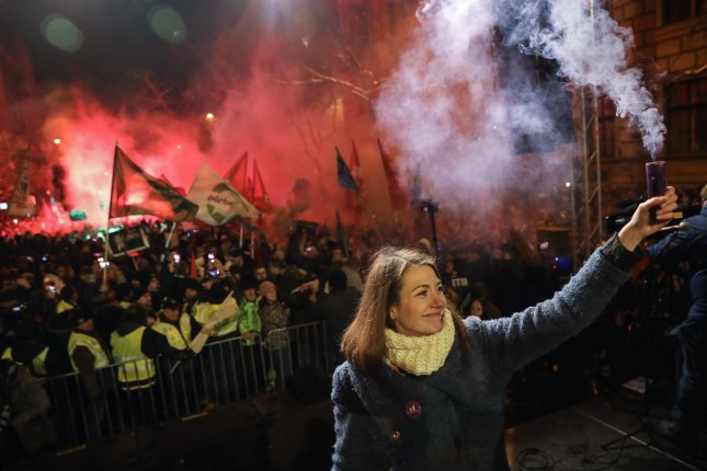 Thousands protest over 'slavery laws' in Hungary