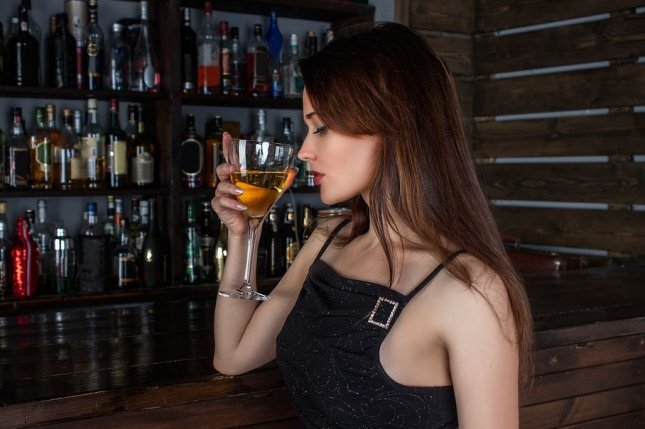 Women are 38 percent more willing to attempt responsible drinking and 49 percent more willing to sustain it, than men are, according to a study of college students. Photo by Concord90/pixabay