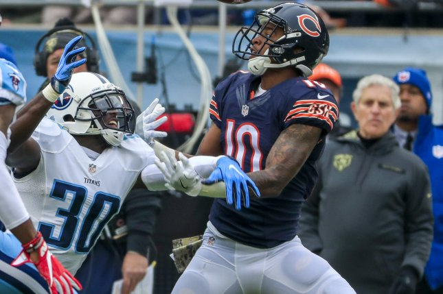 Former Chicago Bears wide receiver Marquess Wilson (R) fails to catch a pass as Tennessee Titans cornerback Jason McCourty (C) interferes with him in the first half on November 27 at Soldier Field in Chicago. Photo by Tannen Maury/EPA