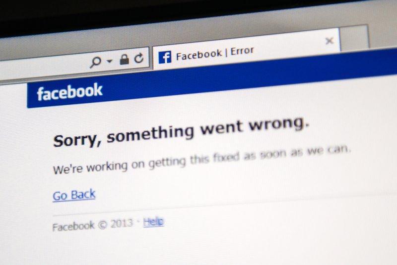 A Facebook error message. Photo by Hadrian/Shutterstock.com