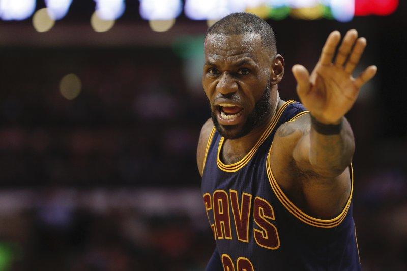 James passes Shaq for 7th on NBA's career scoring list