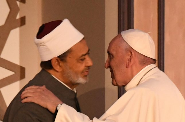 Sheikh Ahmed al-Tayeb, Egypt's top Islamic institution, al-Azhar, appears with Pope Francis at the an international peace conference at al-Azhar university in Cairo, Egypt, on April 28, 2017. Photo by Ciro Fusco/EPA