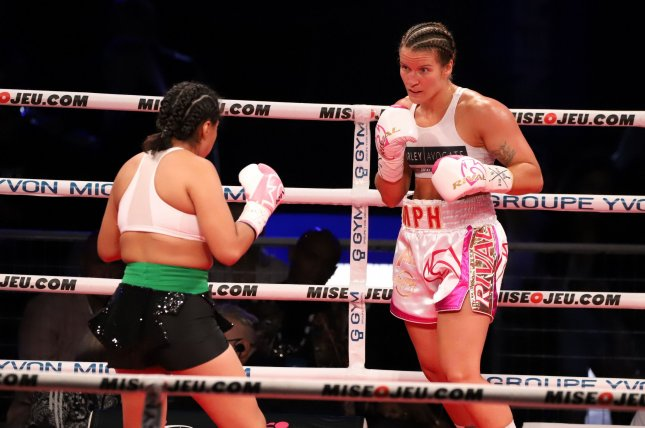 Jeanette Zacarias Zapata (L) went unconscious after she took a series of punches from Marie-Pier Houle (R) in the fourth round of their GYM Gala International Boxing bout Saturday in Montreal. Photo by Yannick Maltais for GYM
