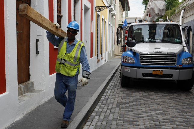 An employee of the New York company Con Edison works to restore electricity cables damaged by Hurricane Maria in San Juan, Puerto Rico, on November 16, 2017. Photo by Thais Llorca/EPA-EFE