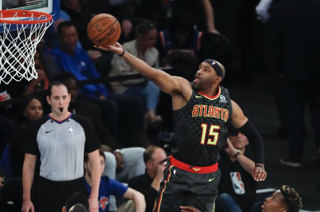 Atlanta Hawks guard Vince Carter (C) makes a layup against the New York Knicks. Photo by Jason Szenes/EPA-EFE