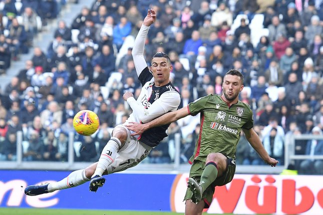 Juventus star Cristiano Ronaldo (L) has eight goals in his last five Serie A matches. Photo by Alessandro Di Marco/EPA-EFE