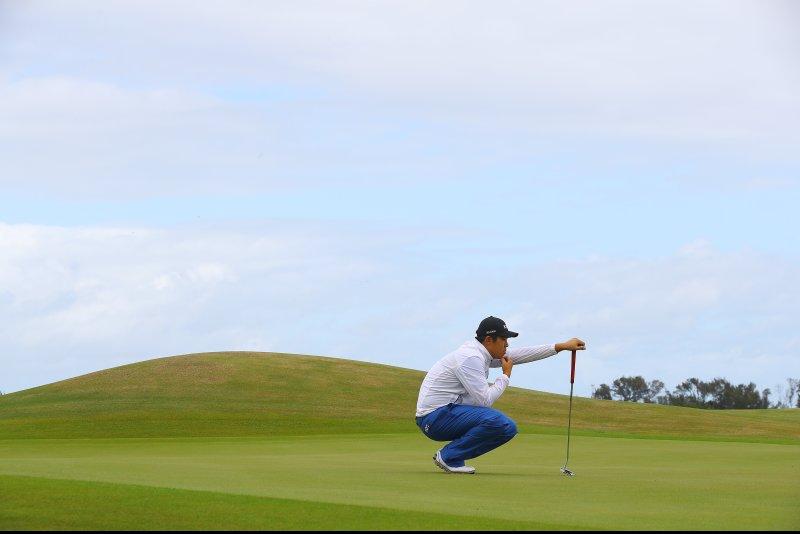 South Korean golfer Byeong-hun An reads the green. Photo by Yonhap News Agency/UPI