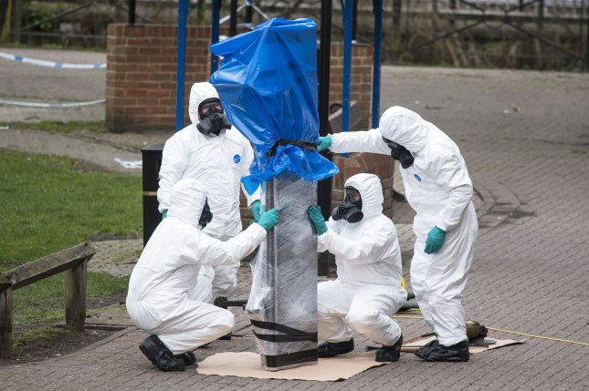 Army officers remove the bench, where Sergi Skripal and his daughter were found, in Salisbury, Wiltshire, Britain on March 23, 2018. Photo by Will Oliver/EPA-EFE