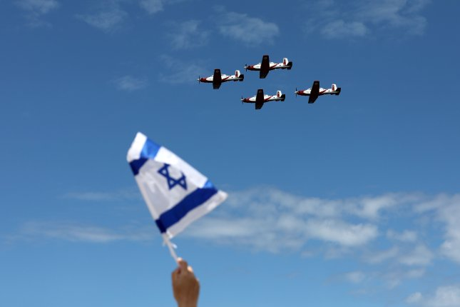 People watch an Israeli air force acrobatic crew show during Israel's 71st Independence Day celebrations on the coast of Tel Aviv, Israel, on Thursday. Photo by Air Sultan/EPA-EFE
