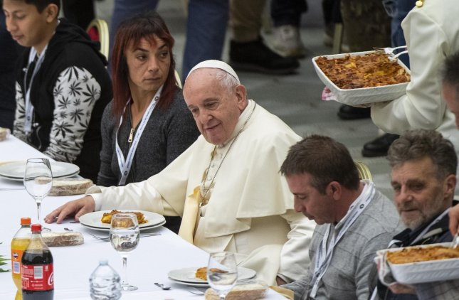 Pope Francis dines with guests in Nervi Hall at the Vatican on World Day of the Poor Sunday. Photo by Claudio Peri/EPA