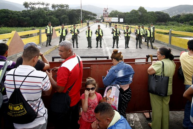People are blocked from crossing the Colombian-Venezuelan border in Cucuta, Colombia on December, 13 2016. Venezuelan President Maduro on December 12 ordered the closure of the border with Colombia for 72 hours to deal with what he calls 'mafias' operating in the zone and smuggling Venezuelan currency out of the country, a measure that comes on the heels of his decision to withdraw the 100-bolivar bill from circulation. Photo by Schenyder Mendoza/European Pressphoto Agency
