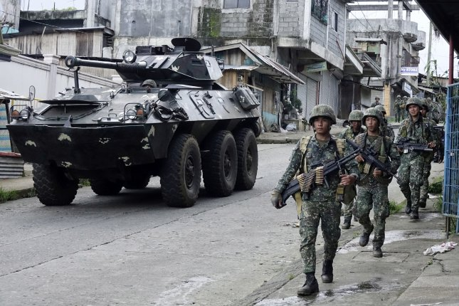 Philippines warns Islamist militants to surrender or die