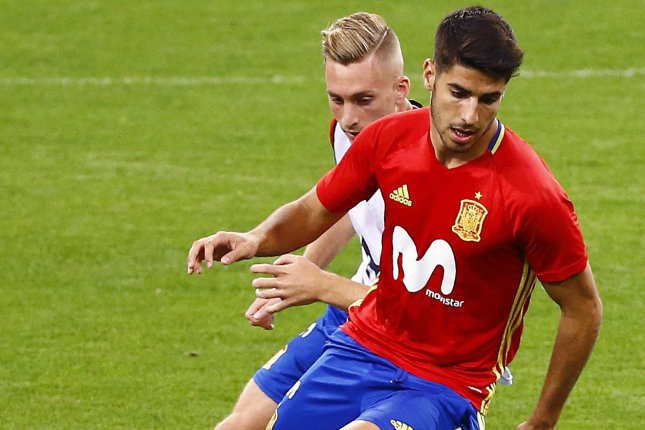 Real Madrid S Marco Asensio Injures Leg While Shaving Misses