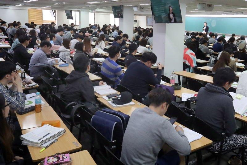 South Korea unemployment surges after minimum wage hike