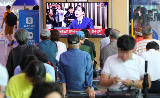 Justice minister nominee Cho Kuk met with reporters Monday at the National Assembly as the ruling and opposition parties failed to hold his confirmation hearing as planned amid allegations of ethical lapses involving Cho's family. Photo by Yonhap