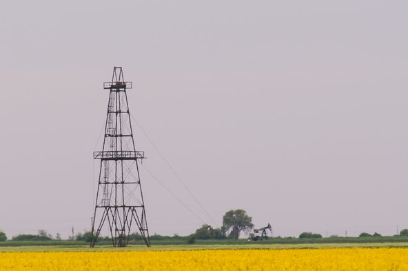 Economist in Texas says signs of full energy sector recovery have been slow to emerge. Photo by Calin Tatu/Shutterstock