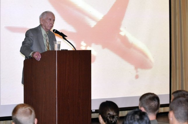 Captain Al Haynes, United Airlines pilot and captain of UA 232 when it crashed July 19, 1989, in Sioux City, Iowa, died Monday in Seattle. He is pictured here speaking at at Joint Base McGuire-Dix-Lakehurst, N.J. in 2012. Photo by Wayne Russell/U.S. Air Force