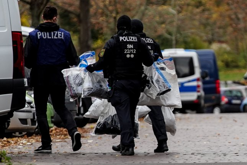 Members of notorious Berlin crime family arrested over Green Vault jewel heist