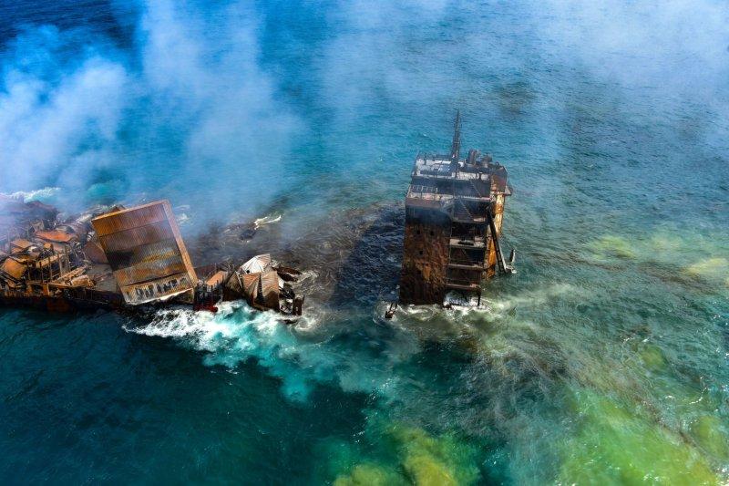 Burning cargo ship begins sinking off Sri Lankan coast