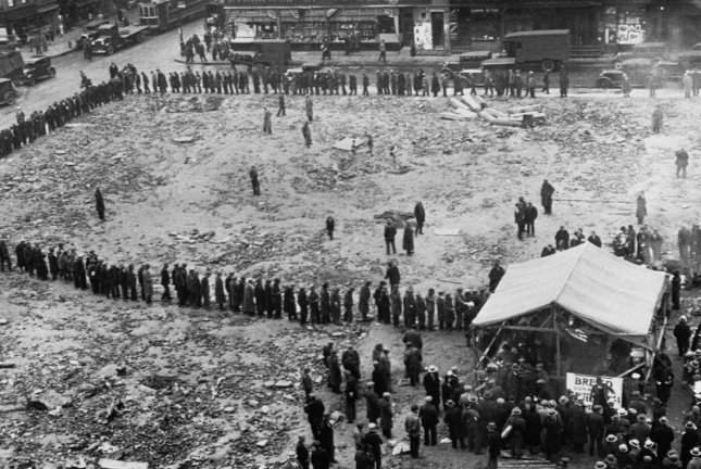 Jobless Americans stand in line for a free meal in New York, 1930. Photo by UPI