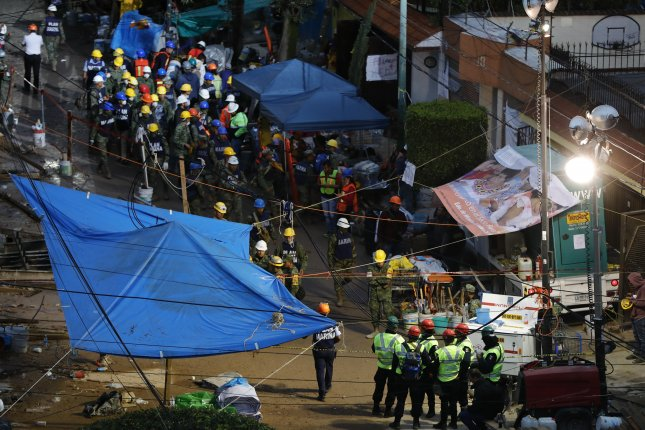 Mexico quake: resucers trying to reach girl trapped in school