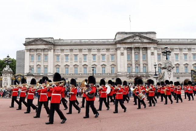 Guard-changing ceremony back at Buckingham Palace for 1st time in 18 months