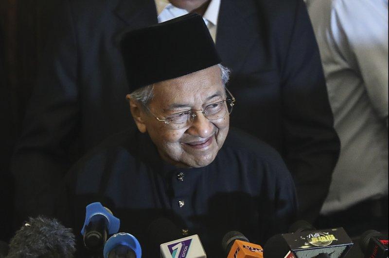 Mahathir Mohamada sworn in as new Malaysian PM