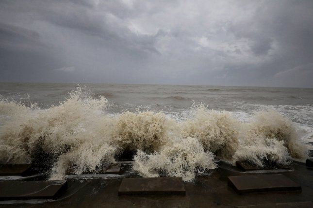 Waves crash ashore during high tide in the Bay Of Bengal before Cyclone Yaas arrives in Digha, south of Kolkata, eastern India, on Tuesday. Photo by Piyal Adhikary/EPA-EFE