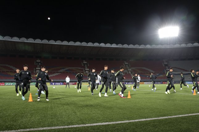 South Korean men's national football team players train at Kim Il-sung Stadium in Pyongyang on Monday, the eve of a World Cup qualifier against North Korea. Photo by Korea Football Association/Yonhap