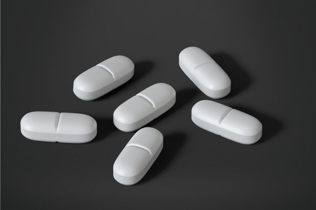 Opioid use before outpatient surgery increases risk for death in older adults, a new study has found. Photo by jorono/Pixabay