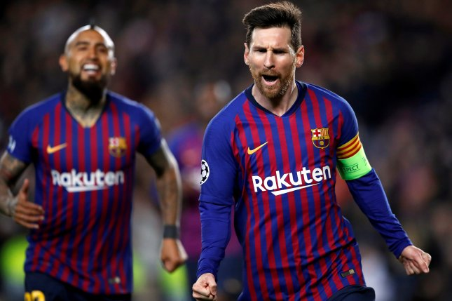 FC Barcelona forward Lionel Messi (R) will net $127 million in salary and endorsements in 2019. Photo by Alberto Estevez/EPA-EFE