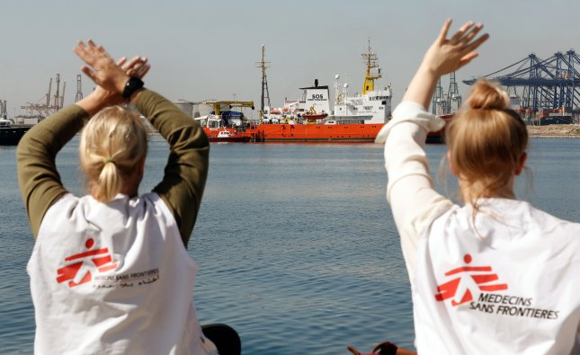 1st boat of Aquarius convoy with 630 migrants docks in Spain