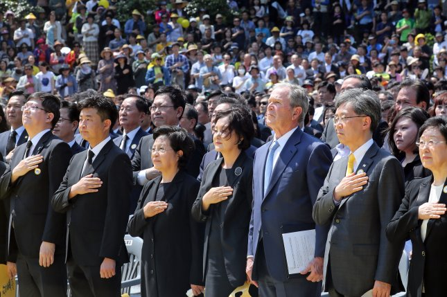 Former U.S. President George W. Bush (3rd from R) attends a ceremony to mark the 10th anniversary of the death of former South Korean President Roh Moo-hyun at Bongha Village in Gimhae, South Korea. Photo by Yonhap