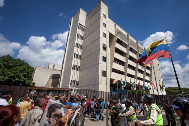 Maduro recall effort faces long odds after court ruling