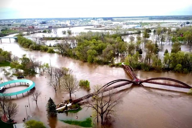 MI  dam breached, another at risk amid Midwest floods