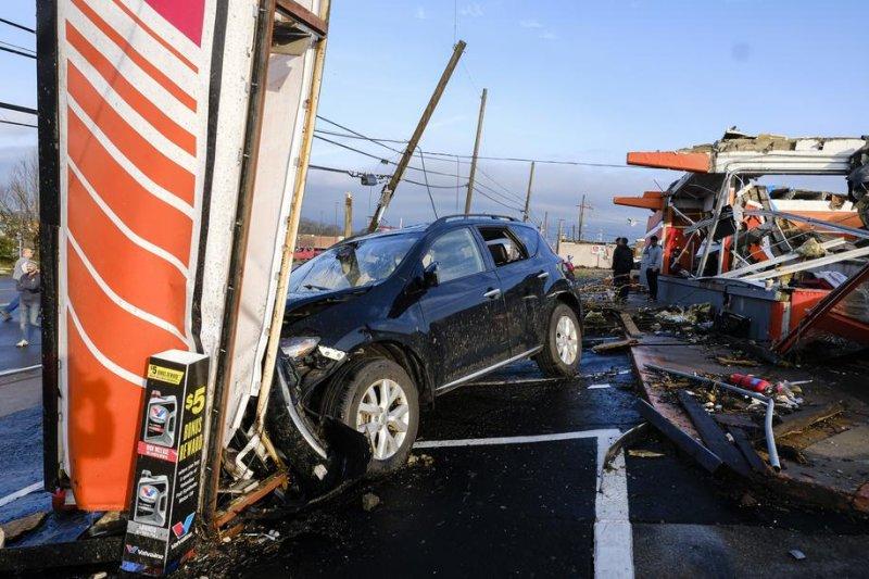 Tornado Rips Through Nashville Overnight, 2 Killed, 20+ Hurt